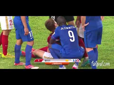 Demba Ba skip step Feng Xiaotingl Guangzhou Evergrande VS Shanghai Shenhua by:FailGoal.com