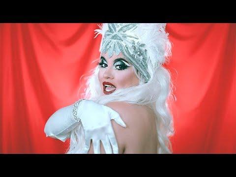 Halloween: Vintage Showgirl Ultra Glam thumbnail