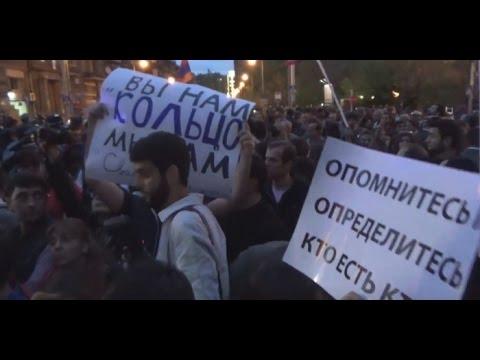 Посольство России в Ереване забросали яйцами