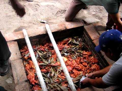 Ejutla De Crespo Sacando carne enchilada de puerco del