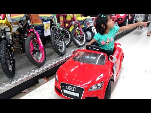 Little Girl Plays With Ride On Cars At Toys R Us | HUGE QUAD PINK MINI AUDI RANGE ROVER BMW
