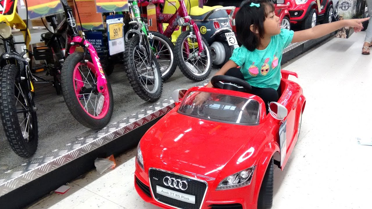 Little Girl Plays With Ride On Cars At Toys R Us Huge Quad Pink