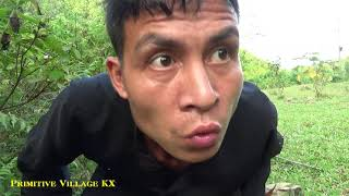 Primitive Life: Clever Girl Discover And Catch Strange Huge Snakes
