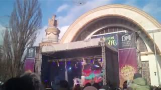 Смотреть Виталька(Гарик Бирча) на ВДНГ - мокрі і закохані...Масляница 2018... онлайн