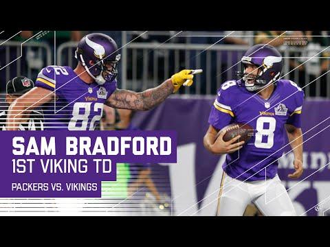Sam Bradford Throws 1st TD as a Minnesota Viking! | Packers vs. Vikings | NFL
