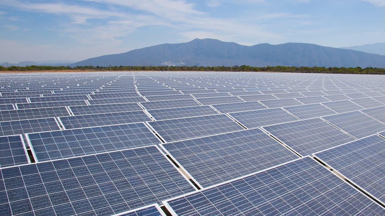 Un campo solar que puede alimentar 32 000 casas youtube - Casas con placas solares ...