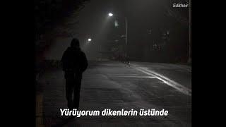 Batuhan Yağız - Yürüyorum Dikenlerin Üstünde (Lyrics)
