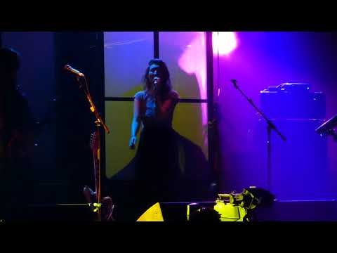 """""""New Song"""" Warpaint@Capital One Arena Washington DC 9/7/17"""