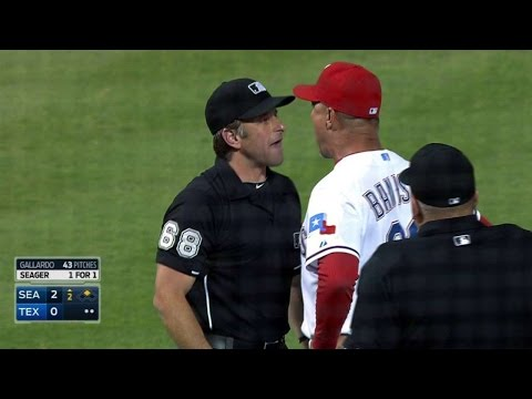 SEA@TEX: Banister ejected after arguing with umpire