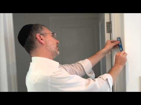 How to put up a mezuzah by Rabbi Kauffman