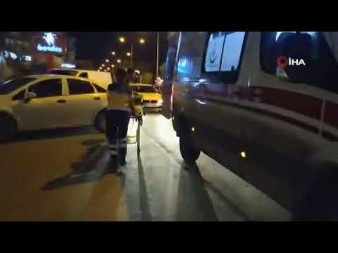 Refüjü aşan motosiklet otomobile çarptı