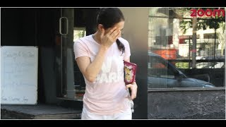 'Kedarnath' Actress Sara Ali Khan Hides Her Face From Paparazzi | Bollywood News