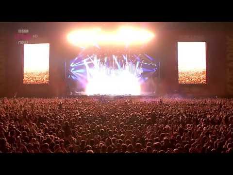 Arctic Monkeys - R U Mine? Live Reading & Leeds Festival 2014 HD