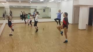 Занятия по акробатическому рок-н-роллу