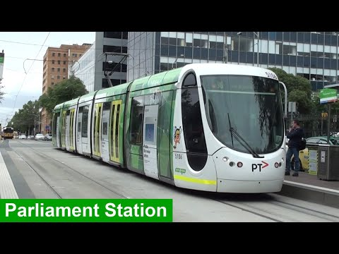 Trams At Parliament Station During Peak Hour - Melbourne Transport