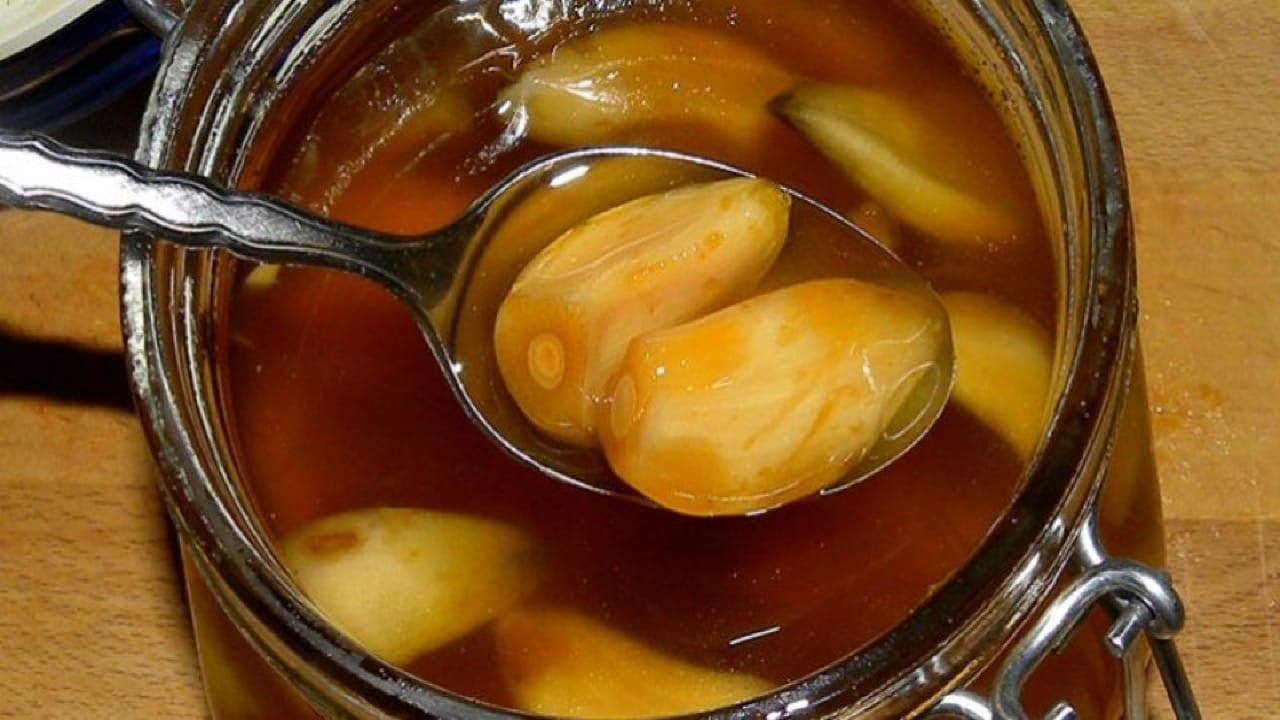 Eat Garlic and Honey on an Empty Stomach for 7 Days And See what Happens