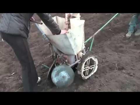 Посадка картофеля картофелесажалками для мотоблока Нева.