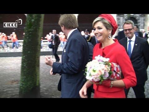 St Bavo school danst voor  Koningspaar in Middelburg | KikkeTV