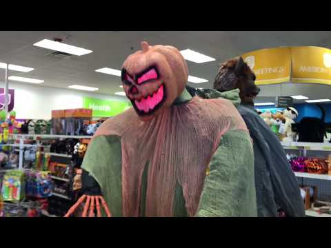 CVS Halloween Decorations - Animatronics and Merchandise Walk Through.  Awesome props this year!