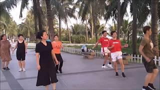 Учимся танцевать с китайцами в Санье на о. Хайнань