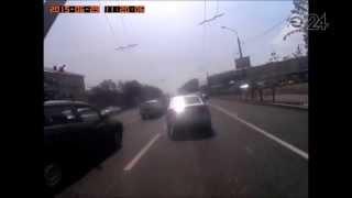 В Казани Хонда провалилась в яму: видео Эфир-24