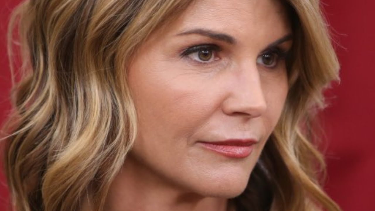 Lori Loughlin's First Picture Out of Prison Is of Her Doing Community ...