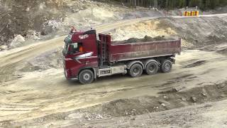 Volvo fh12 460's dumping their loads