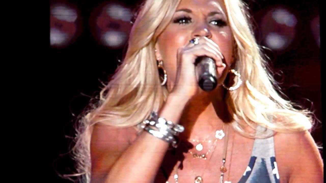 Download Carrie Underwood - Blown Away - CMA Fest 2012