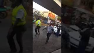 Incidente entre chofer y agentes de AMET deja un herido en la Duarte