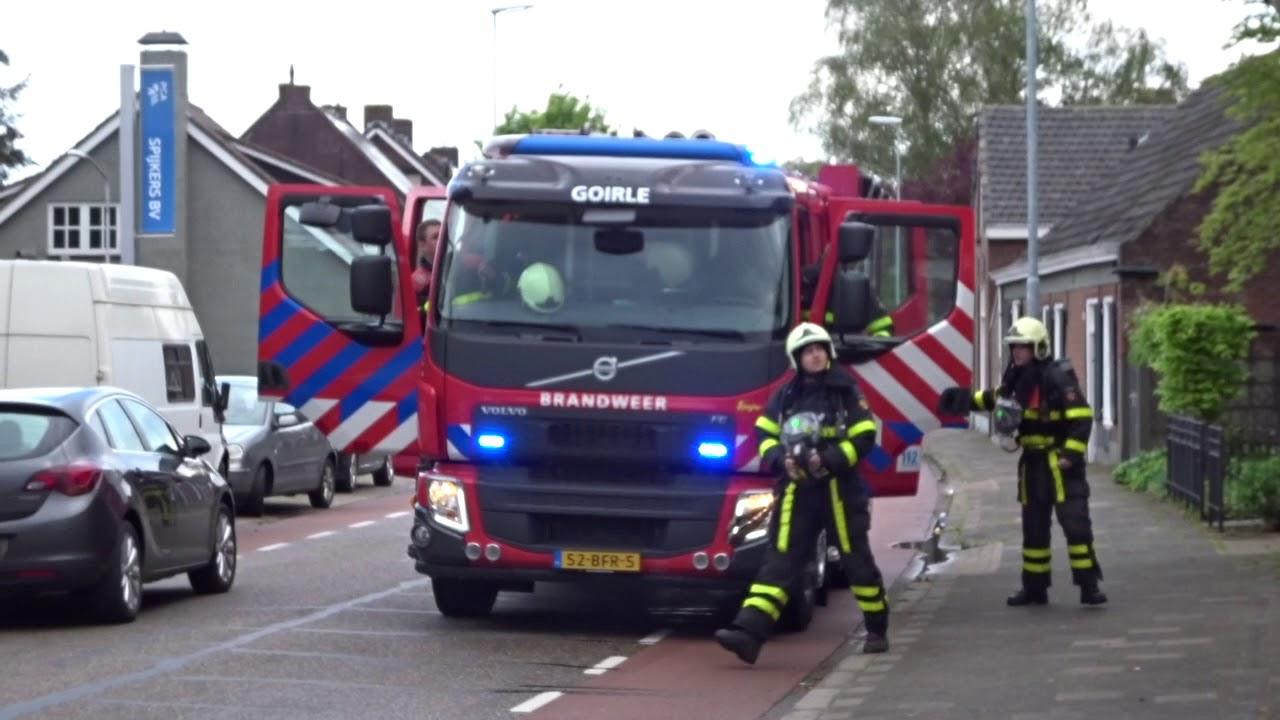 Aankomst brandweer bij schoorsteenbrand. 01-05-2020