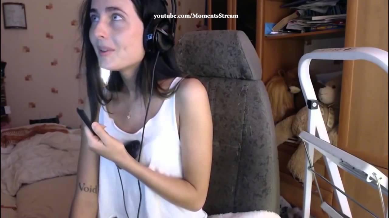 Сосет член девочка видео