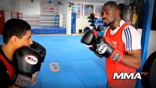 Peter VenÌ¢ncio – Video Aula Boxe – Golpe de Encontro JAB