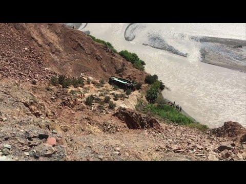 44 قتيلا في البيرو جراء سقوط حافلة في واد