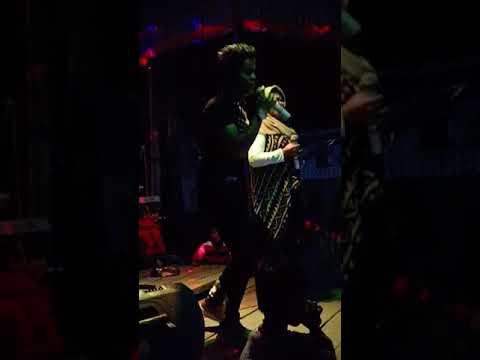 David Iztambul Perform di Painan bersama Ambullovers