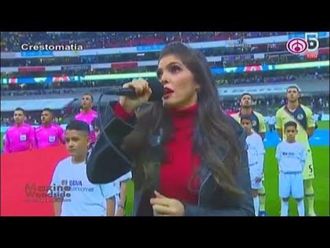 Ana Barbara se equivoca al entonar el Himno Nacional