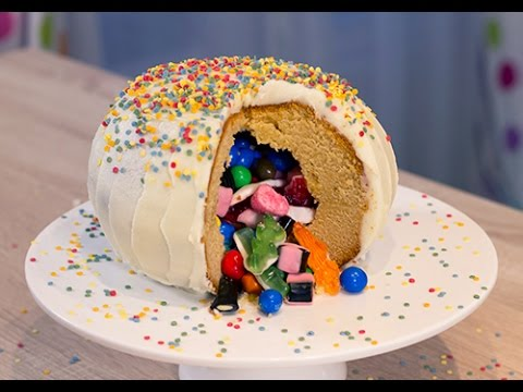 Le pinata cake ou g teau surprise youtube - Decoration de gateau avec des bonbons ...