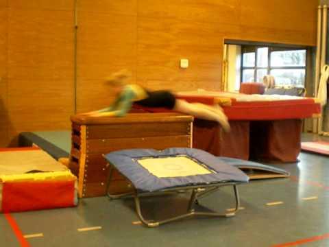 kast plank en trampoline springen youtube. Black Bedroom Furniture Sets. Home Design Ideas