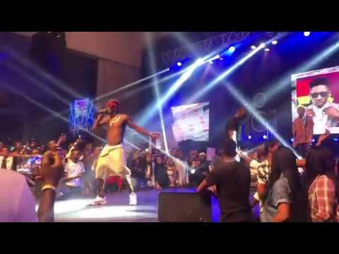 Shatta Wale hires Burna Boy to cheer Nigerian crowd