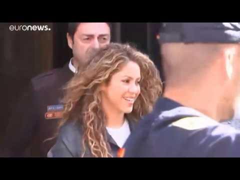 Певицу Шакиру вызвали в суд.