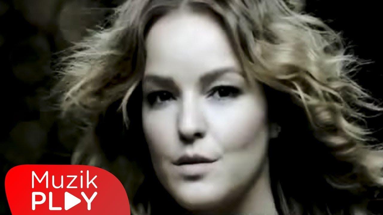Bengü - Kocaman Öpüyorum (Official Video)