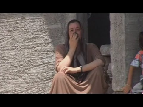 Iraqi Yazidis trapped and surrounded by IS militants on mountain