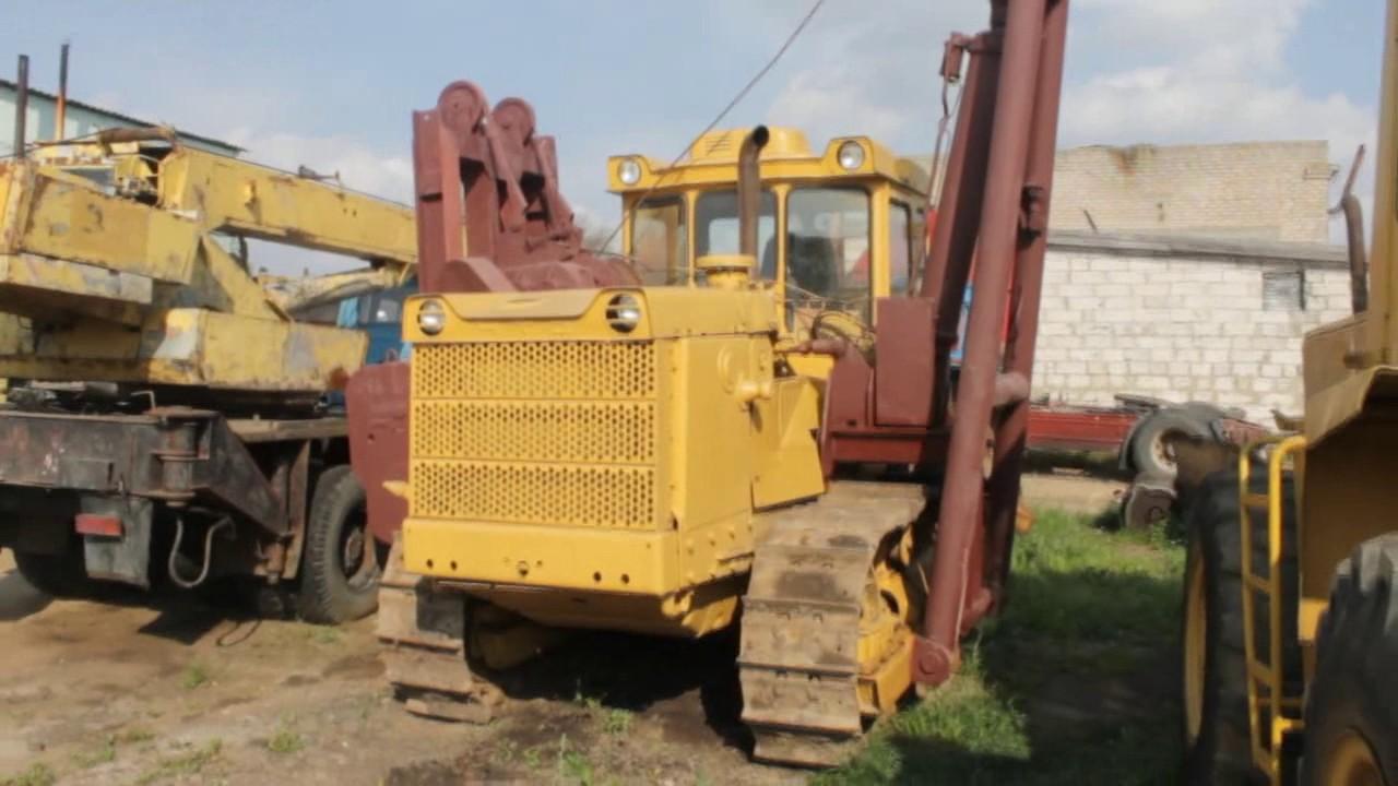 бульдозер К-700 тянет из грязи трактор Т-130 - YouTube