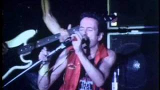 The Clash - This Is Radio Clash (Bond