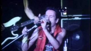 The Clash - This Is Radio Clash (Bond