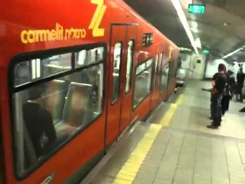Carmelit subway arriving to Paris Square station