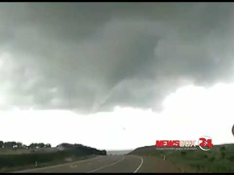 В Приморье автомобилисты засняли начинающейся торнадо
