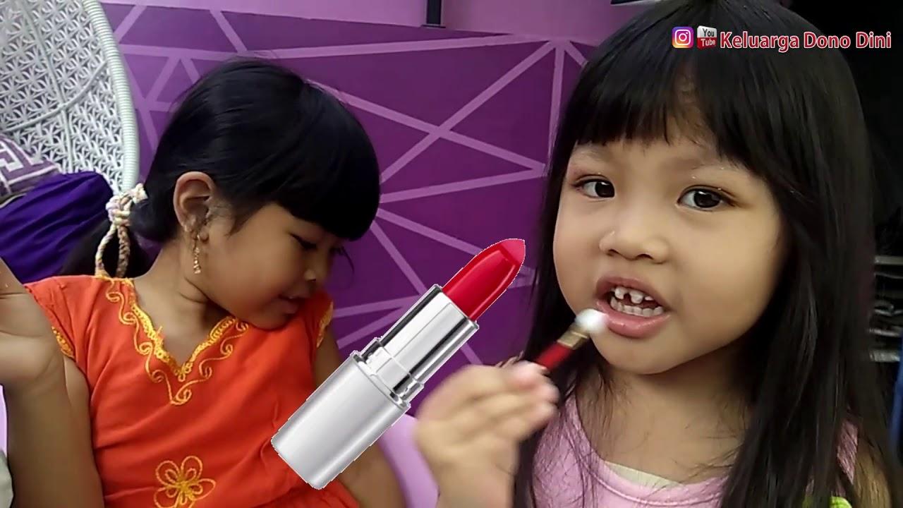 Mainan make up anak aman bagi kulit anak