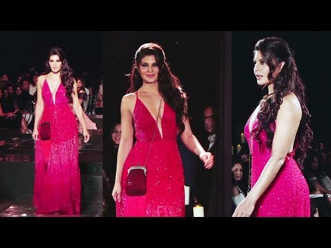 Jacqueline Fernandez LOOKS STUNNING On Ramp Walk at Fashion Show