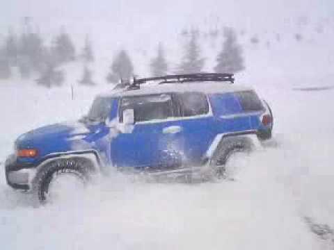 Toyota FJ Cruiser and Prado on snow in faraya