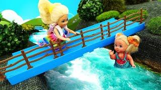 Маленькие Барби прогуляли школу - Классные видео для девочек